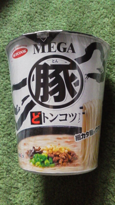 MEGA豚 どトンコツラーメンのパッケージ