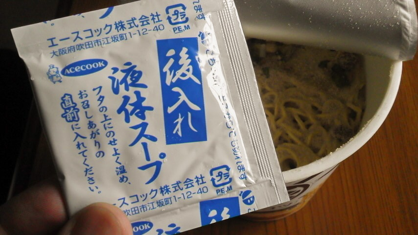 MEGA豚 どトンコツラーメンの後入れ液体スープ