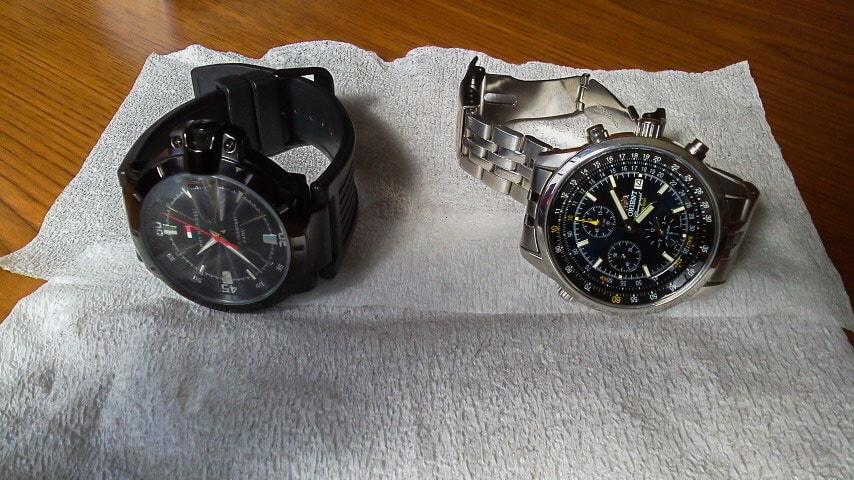 電池交換をする腕時計