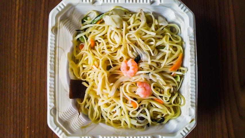 「海老と6種野菜の塩焼そば」の調理後