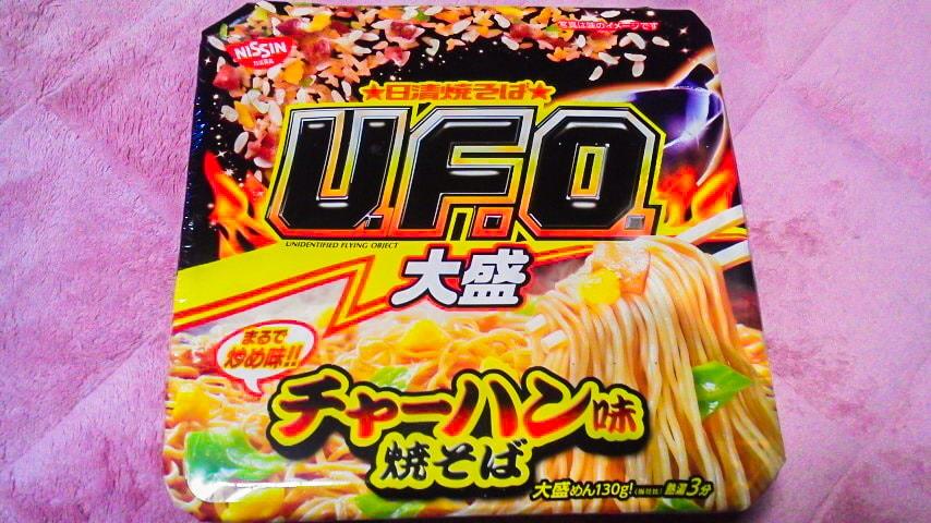 「日清焼そばU.F.O.大盛 チャーハン味焼そば」のパッケージ