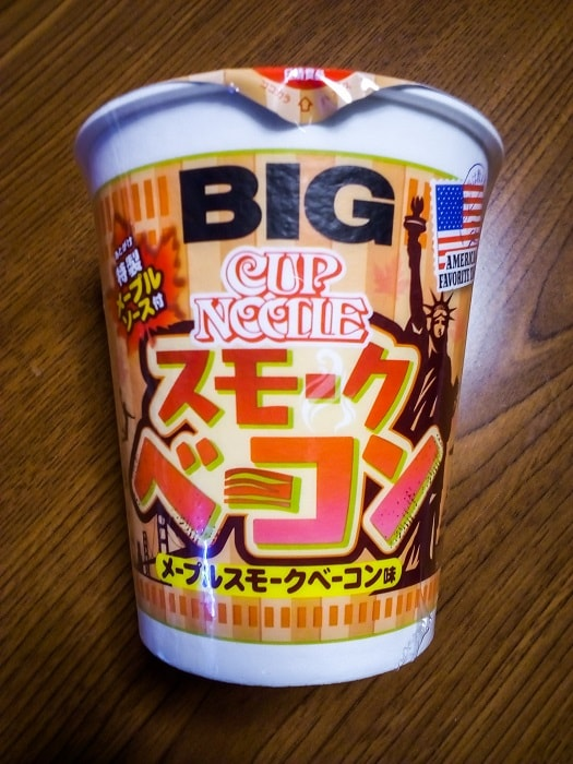 「カップヌードル メープルスモークベーコン味 ビッグ」のパッケージ