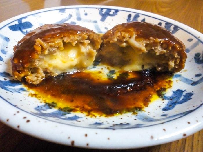 「5種のチーズ入りハンバーグ」断面