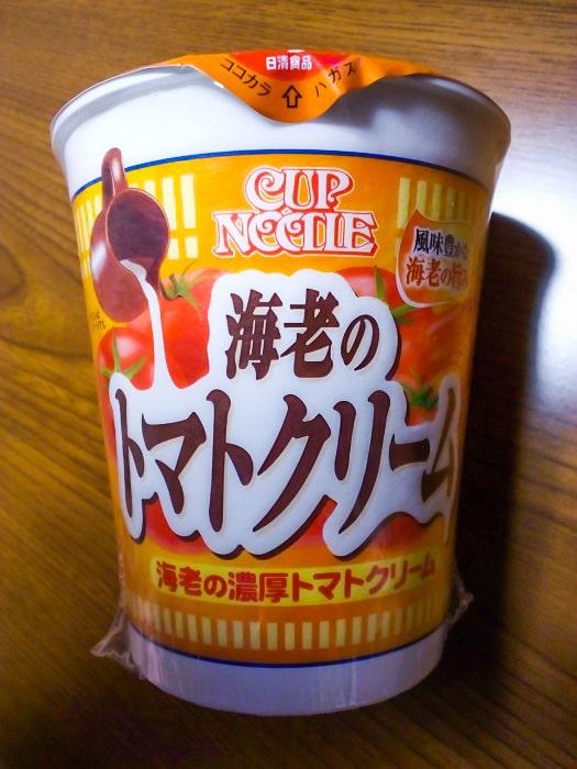 「カップヌードル 海老の濃厚トマトクリーム」のパッケージ