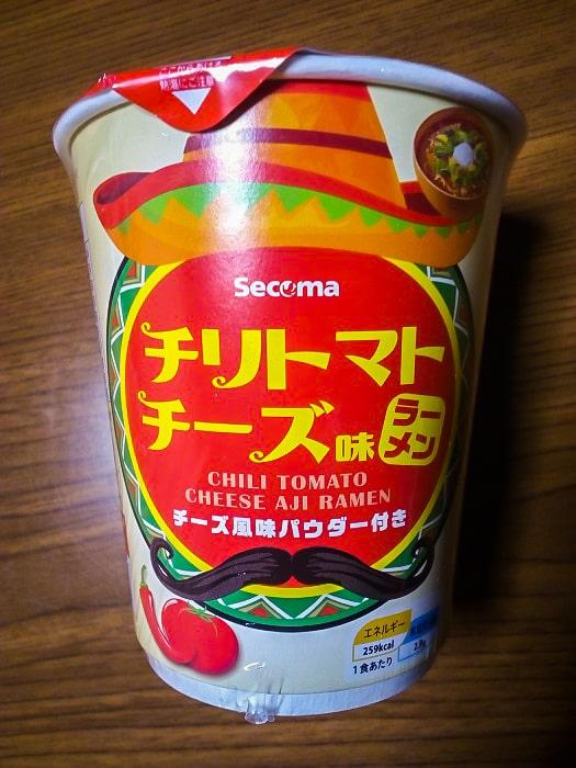 「チリトマトチーズ味ラーメン」のパッケージ