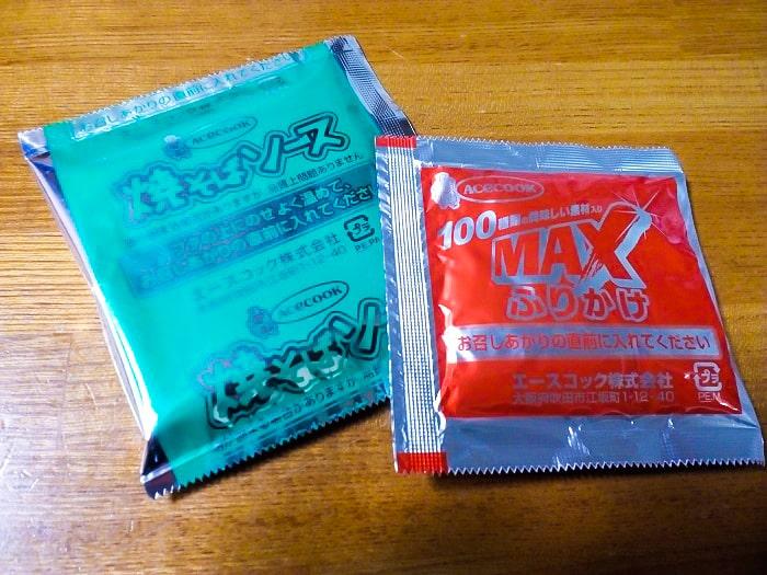 「スーパーカップMAX大盛り 太麺濃い旨スパイシー焼そば」の小袋