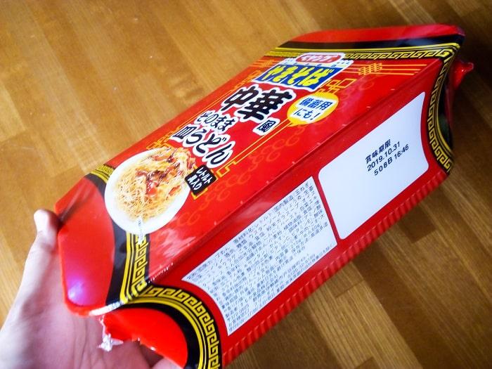 「ペヤング 中華風そのまま皿うどん」のパッケージ横