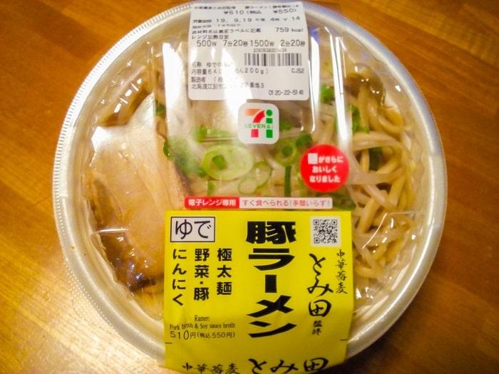 「中華蕎麦とみ田監修豚ラーメン」のパッケージ