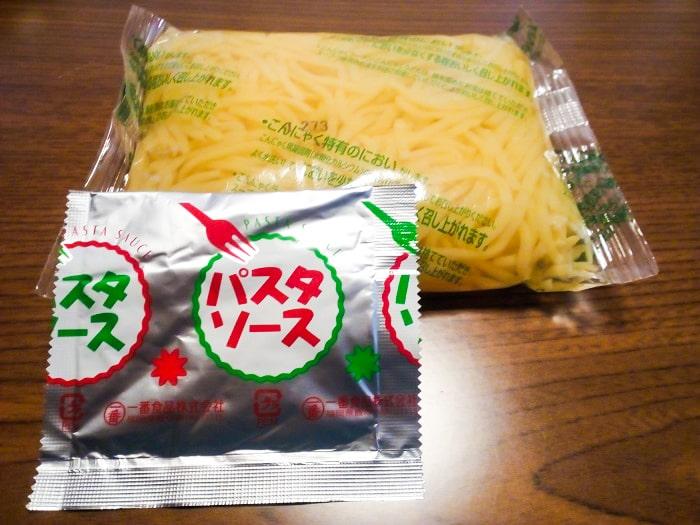 「パスタ風こんにゃく(ペペロンチーノ)」の小袋