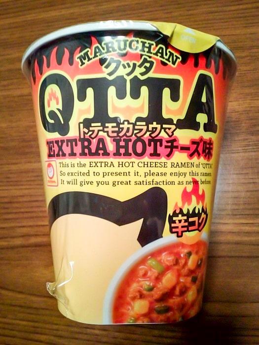 「QTTA エクストラホット チーズ味」のパッケージ